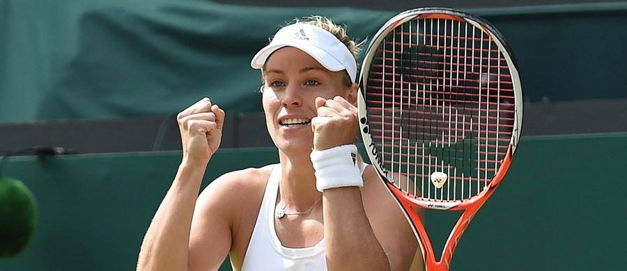 """Rozstawiona z """"czwórką"""" niemiecka tenisistka polskiego pochodzenia Angelique Kerber pokonała Amerykankę Venus Williams 6:4, 6:4 w półfinale wielkoszlemowego Wimbledonu. O tytuł triumfatorka styczniowego Australian Open zagra z siostrą czwartkowej rywalki - Sereną."""