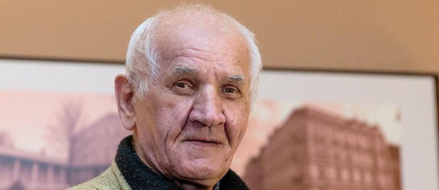 Feliks Meszka, który spędził 11 lat na przymusowym leczeniu w szpitalu psychiatrycznym w Rybniku za groźby karalne wobec sąsiadów, nie wróci na leczenie. W grudniu ubiegłego roku mężczyzna wyszedł na wolność, bo tak zdecydował sąd rejonowy w Rybniku. Szpital zaskarżył jednak tę decyzję. Dziś sąd okręgowy w Gliwicach wydał postanowienie, które ostatecznie kończy sprawę.