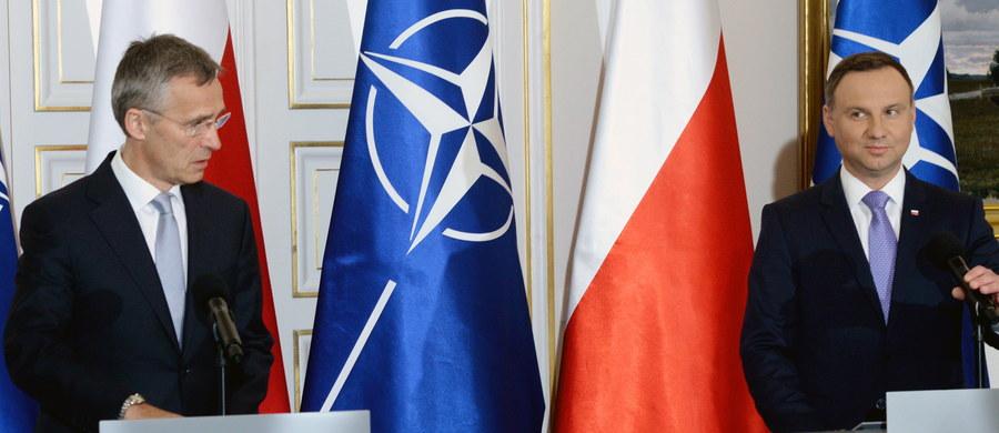 """NATO pokaże na szczycie w Warszawie jedność, siłę i zdolność adekwatnego reagowania na zmieniającą się sytuację bezpieczeństwa - podkreślali w Warszawie prezydent Andrzej Duda oraz sekretarz generalny NATO Jens Stoltenberg. Ze strony polityków padły zapewnienia o """"wzajemnym zrozumieniu"""" i """"dalszym wzmacnianiu kolektywnej obrony""""."""