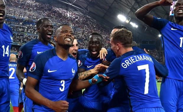 Kończące się powoli Euro 2016 było turniejem, na którym nie brakowało niespodzianek. I to skłania, by w finale postawić na Portugalią. Za Francuzami przemawia historia, statystyka i kibice oraz Antoine Griezmann. Za Portugalią Cristiano Ronaldo.
