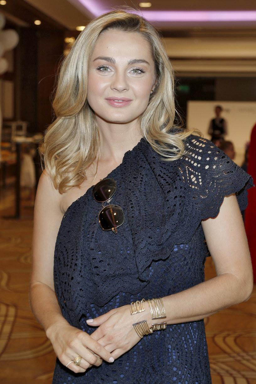 """W sierpniu 2013 roku Małgorzata Socha po raz pierwszy została mamą. Teraz aktorka spodziewa się drugiego dziecka. Poza tym pracuje na planie ósmego sezonu """"Przyjaciółek"""". To będzie niezapomniane lato."""