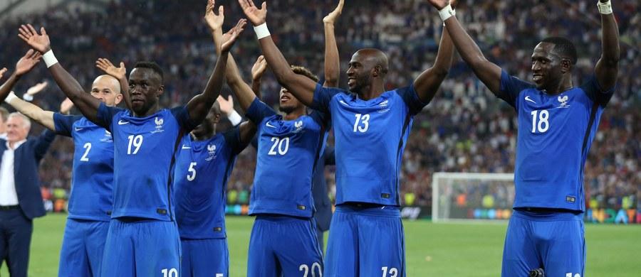 """Francuscy piłkarze po wygraniu półfinału mistrzostw Europy z Niemcami 2:0 świętowali jak Islandczycy, kopiując ich rytmiczne klaskanie. W Skandynawii odebrane zostało to jako """"tania, bezwstydna i żenująca kradzież"""", lecz Islandia pozwoliła  na """"pożyczkę""""."""
