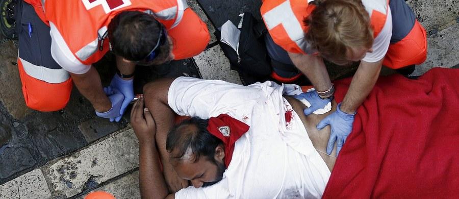 Podczas drugiej w tym roku, wyjątkowo niebezpiecznej i długiej gonitwy w Pampelunie, na północy Hiszpanii, byki wzięły na rogi sześć osób - poinformował Czerwony Krzyż. Bieg jest główną atrakcją trwającej fiesty ku czci świętego Fermina.