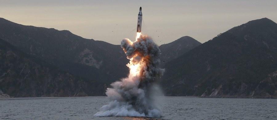 Korea Północna wystrzeliła ze swej łodzi podwodnej pocisk balistyczny. Test przeprowadzono na wodach morskich po wschodniej stronie Półwyspu Koreańskiego. Próba nie powiodła się – wynika z oświadczenia południowokoreańskiego Sztabu Generalnego.