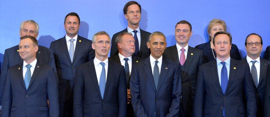 Komentatorzy największych niemieckich gazet zgodnie podkreślają kluczowe znaczenie utrzymania jedności przez NATO wobec licznych konfliktów na świecie, którym Sojusz musi stawić czoła. Media różnią się w ocenie relacji z Rosją, akcentując odstraszanie lub dialog.