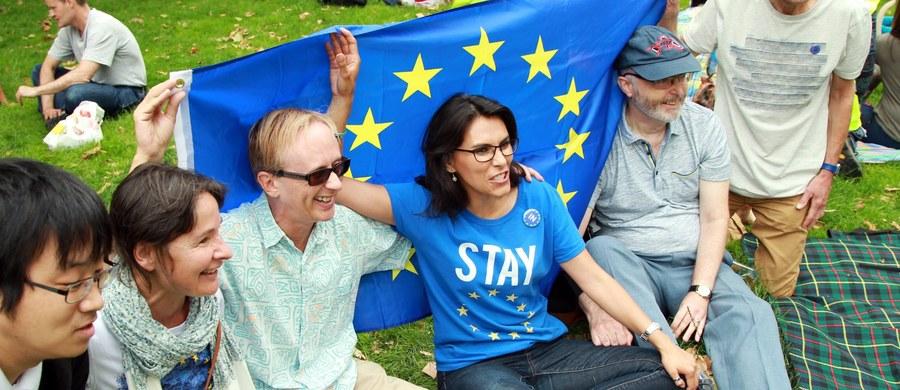 Brytyjski rząd formalnie odrzucił internetową petycję podpisaną przez 4,1 mln osób domagających się ponownego referendum w sprawie członkostwa Wielkiej Brytanii w Unii Europejskiej.