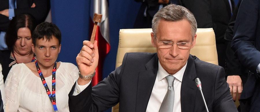 """Sekretarz generalny NATO Jens Stoltenberg kończąc warszawski szczyt NATO podziękował prezydentowi Andrzejowi Dudzie za """"wyśmienitą organizację"""" tego wydarzenia, a uczestnikom za dyskusję i prace. """"Pokazaliśmy, że NATO jest zjednoczone"""" – dodał."""