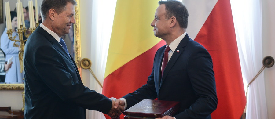 Szczyt NATO w Warszawie podjął decyzje bardzo ważne dla Europy Środkowo-Wschodniej - podkreślił Andrzej Duda po spotkaniu z prezydentem Rumunii Klausem Iohannisem, na którym obaj podsumowali szczyt Sojuszu Północnoatlantyckiego w Warszawie. Prezydenci rozmawiali też m.in. o sytuacji Polaków i Rumunów w Wielkiej Brytanii.