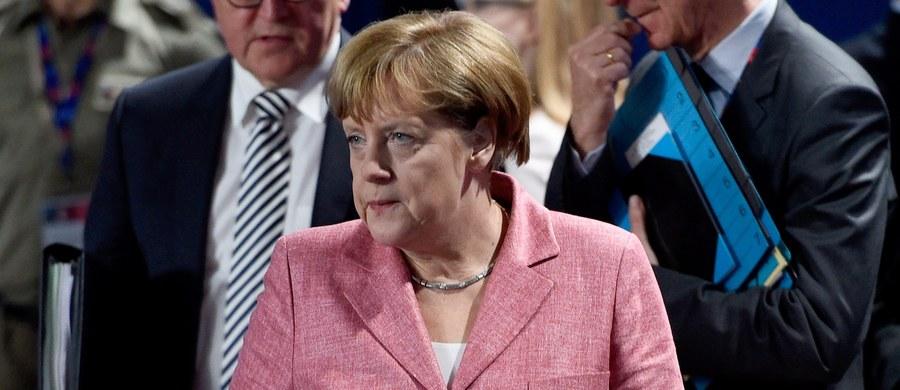 Kanclerz Niemiec Angela Merkel zaprzeczyła w wywiadzie dla telewizji ZDF, że ciągle jeszcze żywi nadzieję na zmianę przez Wielką Brytanię decyzji o wyjściu z UE. Jej zdaniem polityka migracyjna Niemiec nie miała wpływu na zwycięstwo zwolenników Brexitu.