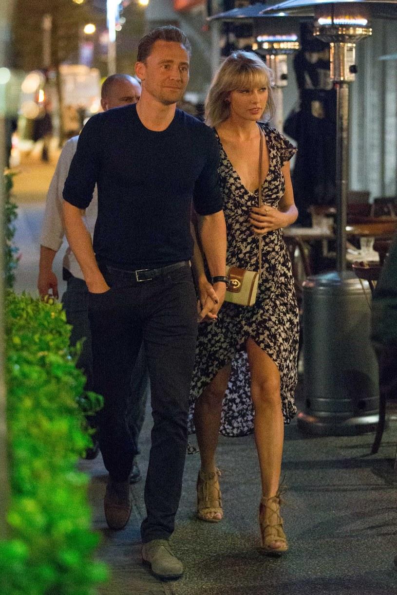 Związek Taylor Swift i aktora Toma Hiddlestona nie przestaje budzić emocji. Para, która wybrała się do Australii, stała się głównym tematem tamtejszych programów informacyjnych.
