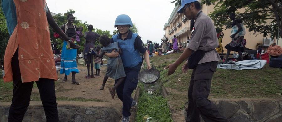 Prezydent Stanów Zjednoczonych Barack Obama poinformował Kongres o wysłaniu 47 żołnierzy do ochrony ambasady USA w stolicy Sudanu Południowego, Dżubie, oraz przebywających tam Amerykanów. Wojskowi mają pozostać tam tak długo, jak będzie to koniecznie ze względów bezpieczeństwa.