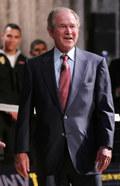 George Bush tańczył i śpiewał... na pogrzebie