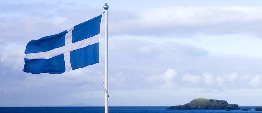 Rząd Szkocji poinformował we wtorek, że zwróci się do brytyjskiego Sądu Najwyższego z wnioskiem o zablokowanie procedury uruchamiającej Brexit. Pierwsza minister Szkocji Nicola Sturgeon oznajmiła, że Londyn musi uzyskać zgodę Szkotów zanim rozpocznie negocjacje.