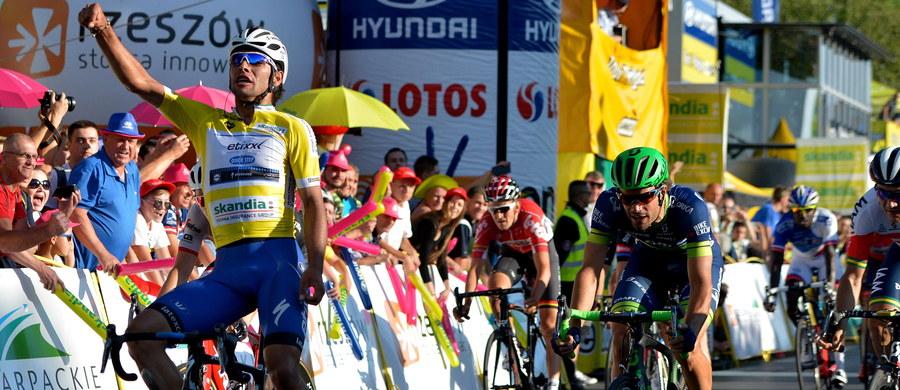 Lider wyścigu kolarskiego Tour de Pologne Kolumbijczyk Fernando Gaviria (Etixx-Quick Step) wygrał po finiszu z peletonu w Rzeszowie czwarty etap i umocnił się na prowadzeniu. Michał Kwiatkowski (Sky) zajął trzecie miejsce.