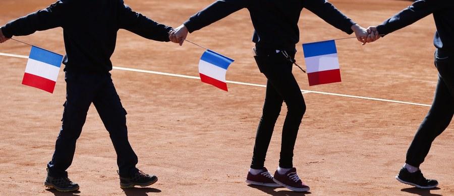 """Francja wydaje się być bardziej narażona na ataki dżihadystów niż inne państwa. Kraj ten jest na celowniku terrorystów ze względu na swe skomplikowane więzi z Bliskim Wschodem i krajami Maghrebu - pisze amerykański magazyn """"Time""""."""