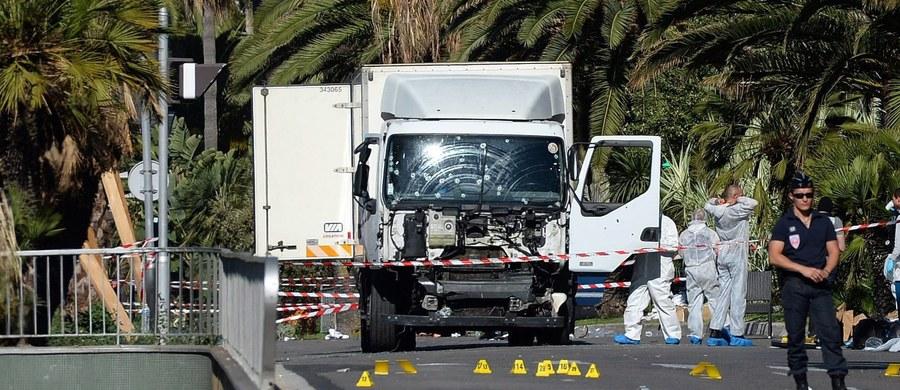 Komentując zamach w Nicei, niemieccy publicyści stwierdzają w piątek pesymistycznie, że demokratyczne państwa nie są w stanie skutecznie bronić się przed atakami działających w pojedynkę fanatyków. Komentatorzy ostrzegają przed nienawiścią wobec imigrantów.
