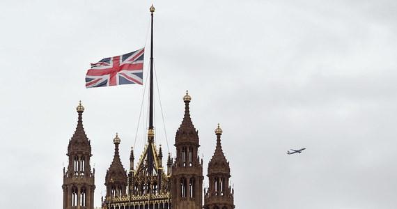 """Większość Brytyjczyków nie chce drugiego referendum w sprawie Brexitu - wynika z opublikowanego w sobotę sondażu dla gazet """"Sunday Mirror"""" i """"Independent"""". Blisko połowa przeciwna jest też przedterminowym wyborom parlamentarnym."""
