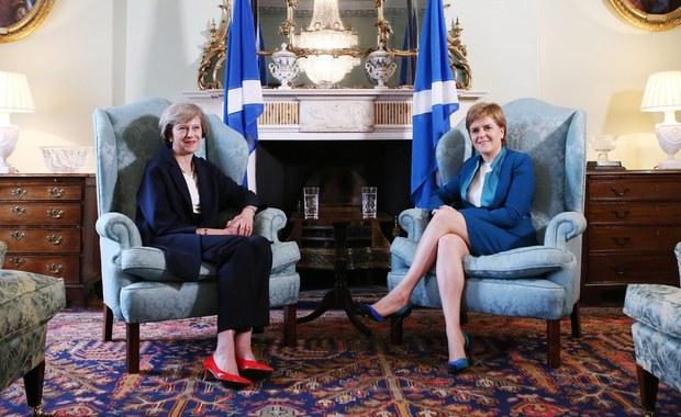 Drugie referendum w sprawie niepodległości Szkocji mogłoby się odbyć już w przyszłym roku, jeśli brytyjski rząd rozpocznie proces wychodzenia z UE nie gwarantując poszanowania szkockich interesów - powiedziała w niedzielę szefowa rządu Szkocji Nicola Sturgeon.