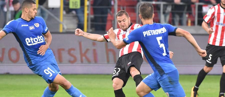 Wysokimi zwycięstwami gospodarzy zakończyły się niedzielne mecze pierwszej kolejki piłkarskiej ekstraklasy. Zagłębie Lubin rozgromiło Koronę Kielce 4:0, a Cracovia wygrała z Piastem Gliwice 5:1 w starciu czwartej drużyny poprzedniego sezonu z wicemistrzem kraju.