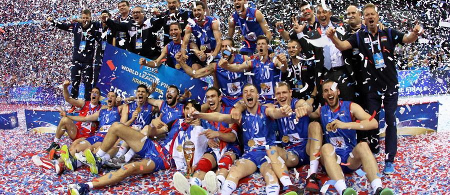 Siatkarze Serbii po raz pierwszy w historii triumfowali w prestiżowej Lidze Światowej. W rozgrywanym w Krakowie finale pokonali wicemistrzów globu Brazylijczyków 3:0 (25:22, 25:22, 25:21). Trzecie miejsce zajęli Francuzi po zwycięstwie nad Włochami 3:0.