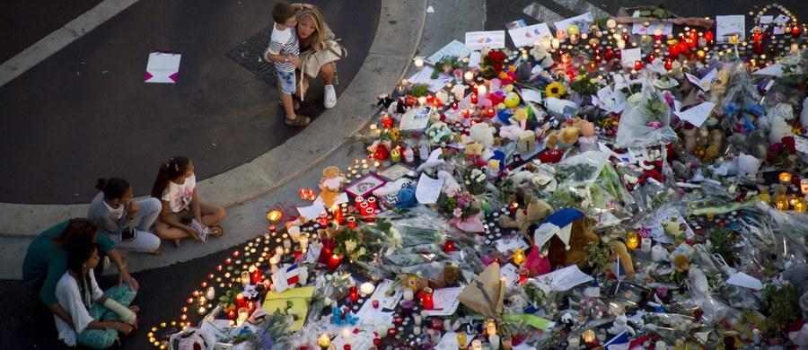 Kilka osób z bliskiego otoczenia terrorysty z Nicei zostało przewiezionych na przesłuchania. Rozmowy odbywają się w podparyskiej siedzibie głównej francuskich służb specjalnych. Funkcjonariusze próbują ustalić m.in. czy dokonanie ataku zlecone zostało przez Państwo Islamskie czy też terrorysta działał z własnej inicjatywy w imieniu tej organizacji - informuje nasz francuski korespondent Marek Gładysz. Wczoraj przesłuchano już parę Albańczyków.