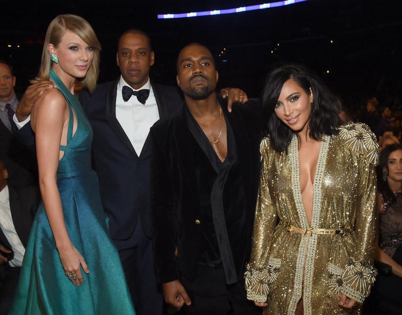 """Sporu na linii Taylor Swift - Kanye West ciąg dalszy. Żona rapera, Kim Kardashian, ujawniła nagranie jego rozmowy telefonicznej z amerykańską wokalistką, w której ta akceptuje kontrowersyjny fragment utworu """"Famous"""" Westa, dotyczący jej osoby. Swift nie czekała długo z odpowiedzią."""