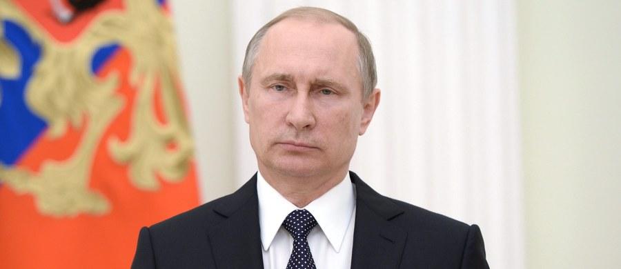 """Prezydent Rosji Władimir Putin uważa, że groźba wykluczenia wszystkich sportowców tego kraju z igrzysk olimpijskich w Rio de Janeiro to forma politycznego nacisku. """"Ruch olimpijski może znaleźć się na skraju rozłamu"""" - stwierdził w oświadczeniu."""