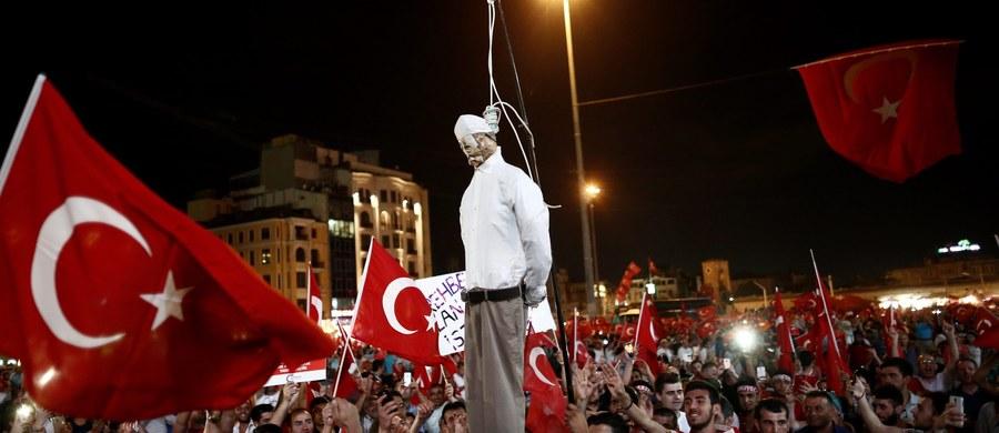 Były dowódca tureckich sił powietrznych gen. Akin Ozturk, oskarżony o udział w nieudanym zamachu stanu w Turcji, którego próbę podjęto w piątek, zaprzeczył w poniedziałek przed sądem w Ankarze, że odgrywał w nim jakąkolwiek rolę - podała agencja Anatolia.