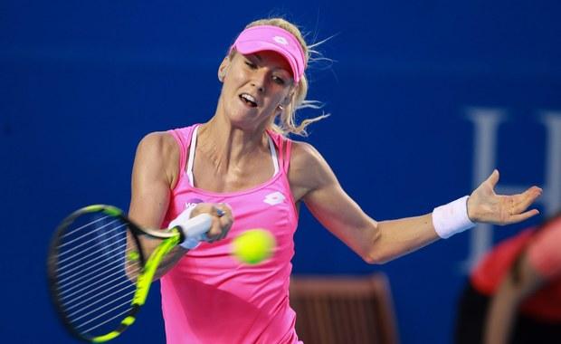 Urszula Radwańska awansowała do drugiej rundy tenisowego turnieju WTA w Stanford (pula nagród 688 tys. dol.). Polka wygrała z Ukrainką Kateryną Bondarenko 6:4, 7:5. Na swój występ czeka Magda Linette, która zmierzy się z Czeszką Kristyną Pliskovą.