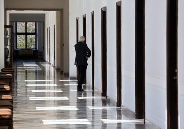 Sprawa podwyżek dla rządu na zamkniętym posiedzeniu PiS. Szczegóły w czwartek