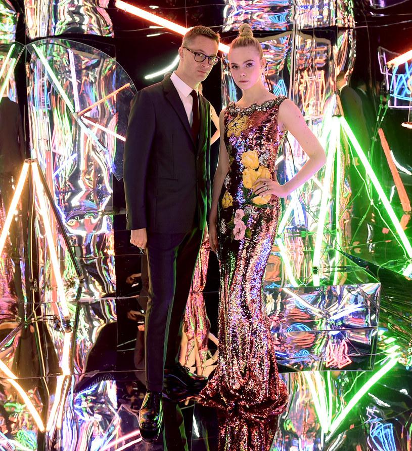 """Nowy film Duńczyka Nicolasa Windinga Refna - """"Neon Demon"""" - już w piątek trafi na ekrany polskich kinach. Aż trudno uwierzyć, że ten olśniewająco zrealizowany, neonowy film wyreżyserował... daltonista. Poniżej pięć rzeczy, których nie wiedzieliście o """"Neon Demon""""."""