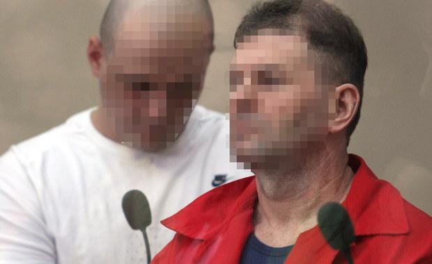 """Krakowska prokuratura postawiła trzem osobom zarzuty zabójstw i usiłowania zabójstw siedmiu właścicieli i pracowników kantorów w latach 2006-2007. Wśród podejrzanych są dwaj członkowie """"gangu zabójców kantorowców"""" nieprawomocnie skazani w innych sprawach na dożywocie. Podejrzani zostali aresztowani przez sąd na trzy miesiące."""