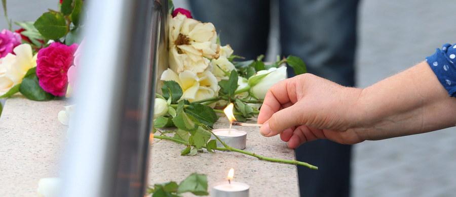 Irańskie ministerstwo spraw zagranicznych potępiło w sobotę atak, którego w piątek dokonał 18-letni Niemiec pochodzenia irańskiego. W centrum handlowym w Monachium zastrzelił on dziewięć osób, a następnie popełnił samobójstwo.