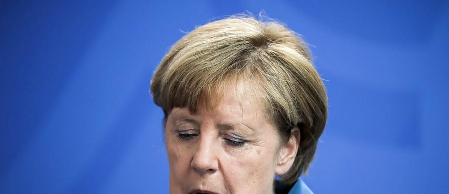 """Kanclerz Niemiec Angela Merkel przyjeżdża do Warszawy w piątek, gdzie ma spotkać się z przedstawicielami polskiego rządu. Tematem rozmów będzie najprawdopodobniej sytuacja w Europie, ale także sytuacja Polaków w Niemczech. """"My się domagamy zrównania tych praw, tzn. żeby ten traktat polsko-niemiecki pokazywał symetrię interesów obu państw"""" - mówi w rozmowie z RMF FM profesor Krzysztof Miszczak, dyrektor Fundacji Współpracy Polsko-Niemieckiej. Uważa także, że sposobem na poradzenie sobie z kryzysem UE może być powrót do fundamentów chrześcijańskich. """"Trzeba wrócić do tego, co utożsamia Unię Europejską i odróżnia od otoczenia międzynarodowego poza UE"""" - dodaje."""