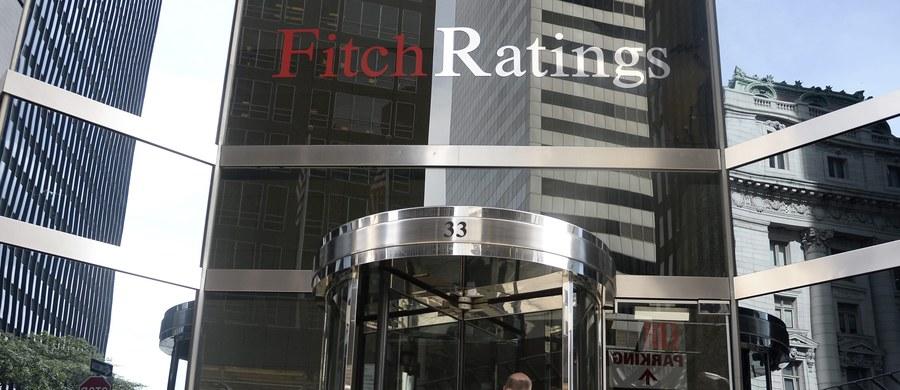 Agencja Fitch zmienia metodologię przyznawania ocen ratingowych. Polsce przyznała po raz pierwszy rating krótkoterminowy w walucie krajowej na poziomie F1 - poinformował resort finansów. MF podkreśla, że zmiany mają wyłącznie charakter techniczny.