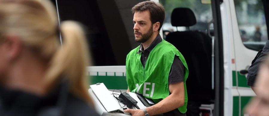"""Monachijscy śledczy zapowiedzieli, że na razie nie podadzą narodowości ofiar piątkowej strzelaniny w Monachium. """"Trzymam się zasady, że narodowość ofiar podajemy dopiero po omówieniu tego z ich rodzinami"""" - oświadczył rzecznik policji Marcus da Gloria Martins."""