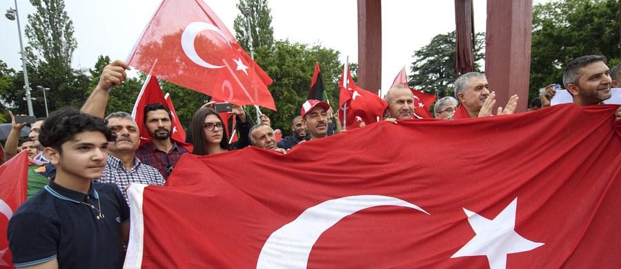 Zatrzymano kluczowego współpracownika muzułmańskego duchownego Fetullaha Gulena, którego władze tureckie oskarżają o przygotowanie niedawnej nieudanej próby wojskowego zamachu stanu - poinformował Reuters powołując się na źródła w urzędzie prezydenta.