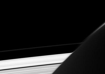 Zakrzywione pierścienie Saturna