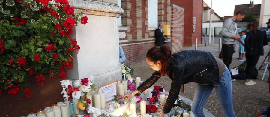 Francuska prokuratura podała, że ustaliła tożsamość jednego z dwóch napastników, którzy zaatakowali rano kościół w Normandii na północy Francji i zabili księdza. To 19-letni Adel Kermiche urodzony we Francji, znany służbom jako dżihadysta.