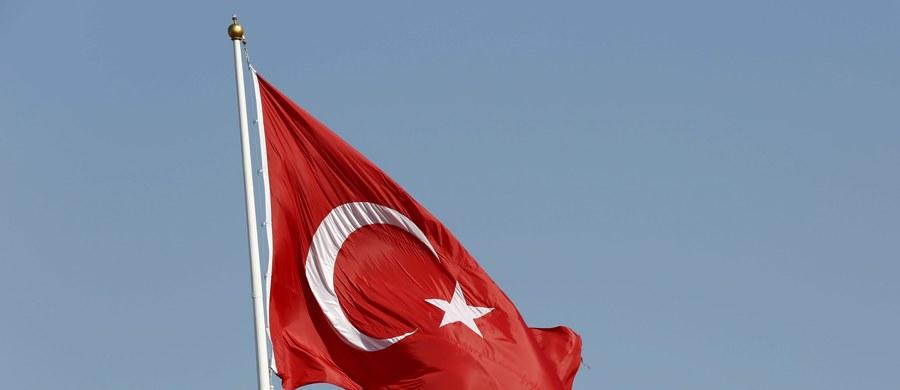 """Islamski kaznodzieja mieszkający w USA Fethullah Gulen, którego władze w Ankarze oskarżają o inspirowanie niedawnego puczu, wypowiedział się w artykule dla dziennika """"New York Times"""". Podkreślił, że Waszyngton nie może ulec szantażowi Turcji, m.in. w sprawie jego ekstradycji."""