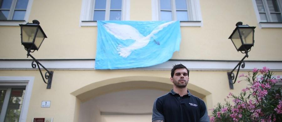 W śledztwie w sprawie samobójczego zamachu bombowego w mieście Ansbach z 24 lipca natrafiono na wskazówki, że zamachowiec był pod bezpośrednim wpływem kogoś, z kim komunikował się na czacie tuż przed wybuchem. Takie informacje przekazał szef MSW Bawarii Joachim Herrmann.