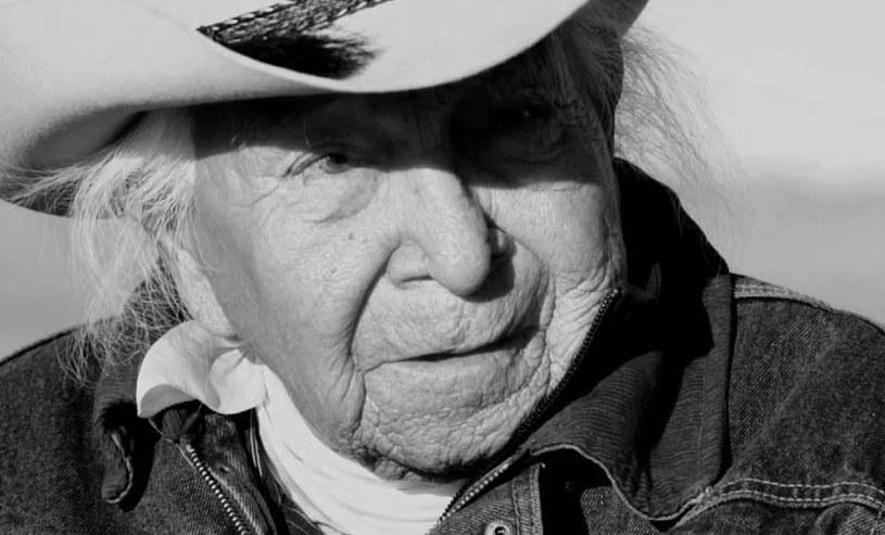 """Indiański wódz David Bald Eagle, znany z występu w """"Tańczącym z wilkami"""", zmarł w wieku 97 lat."""