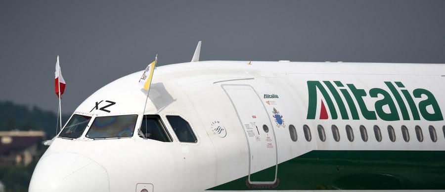 Ze szczytu Giewontu podróżnik Marek Kamiński symbolicznie przywitał w Polsce papieża Franciszka, którego samolot przelatywał nad Tatrami. Kamiński wszedł w środę na Giewont z flagą ŚDM i kamiennymi tablicami z wyrytym na nich Dekalogiem.