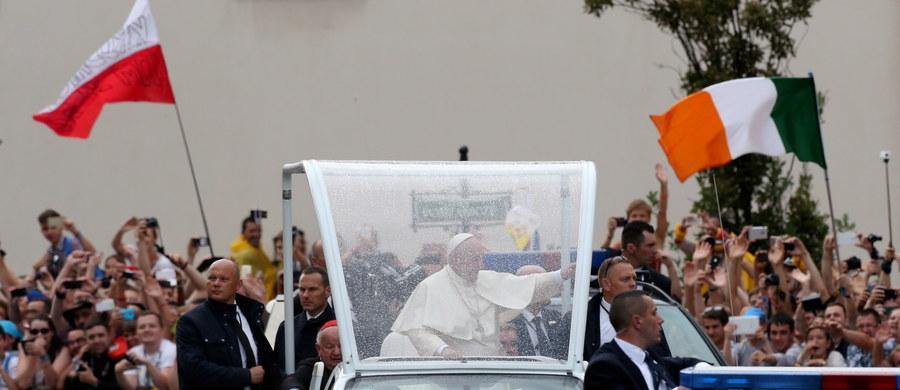 """Rzecznik Watykanu ksiądz Federico Lombardi powiedział w środę PAP w Krakowie, że nie wiadomo jeszcze, kiedy papież Franciszek odwiedzi ciężko chorego kardynała Franciszka Macharskiego. """"Wydaje się oczywiste, że to zrobi""""- dodał."""