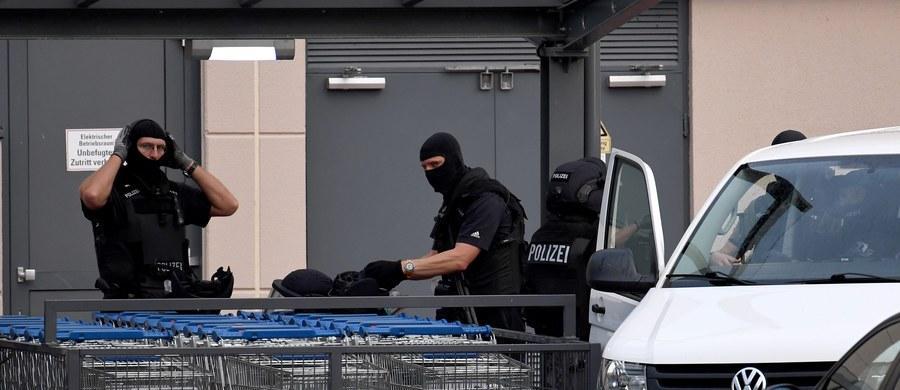 Niemiecka policja zatrzymała w nocy ze środy na czwartek 19-letniego algierskiego uchodźcę, który uciekł ze szpitala psychiatrycznego w Bremie. Dokonano tego na głównym dworcu kolejowym w tym mieście.