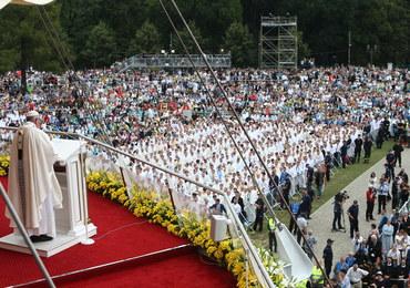 """""""Bóg powołuje ludzi prostych i gotowych, by byli Jego rzecznikami."""" Cała homilia papieża"""