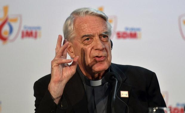 """Trzeci dzień wizyty papieża Franciszka w Polsce, będzie skoncentrowany na kwestiach cierpienia, bólu i krzywdy - powiedział rzecznik Watykanu ksiądz Federico Lombardi podczas spotkania z dziennikarzami. Piątek będzie miał zupełnie odmienny charakter ze względu na wizytę papieża na terenie byłego nazistowskiego obozu zagłady w Auschwitz. """"Ojciec Święty chce przeżyć ten moment w ciszy, w wyciszeniu wobec ogromu cierpień i bólu, który miał miejsce w przeszłości jako konsekwencja zła i krzywd na świecie"""" – stwierdził rzecznik."""