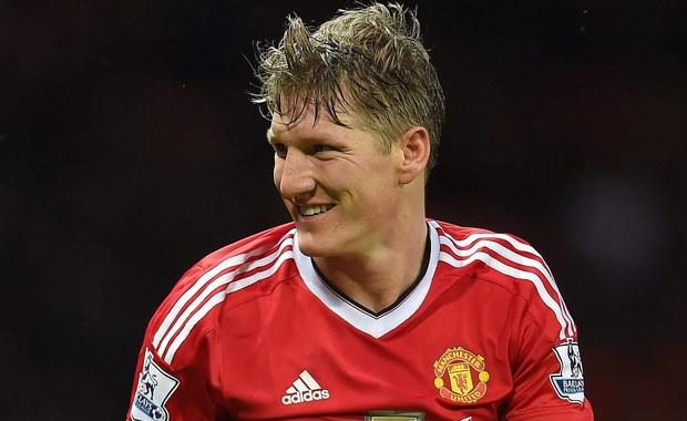 W wieku 32 lat kapitan reprezentacji Niemiec, Bastian Schweinsteiger, postanowił zakończyć reprezentacyjną karierę. W trakcie dwunastu lat grania w narodowych barwach, piłkarz Manchesteru United został mistrzem świata (2014), wicemistrzem Europy (2008) i dwukrotnie sięgał po brązowy medal mistrzostw świata (2006, 2010).