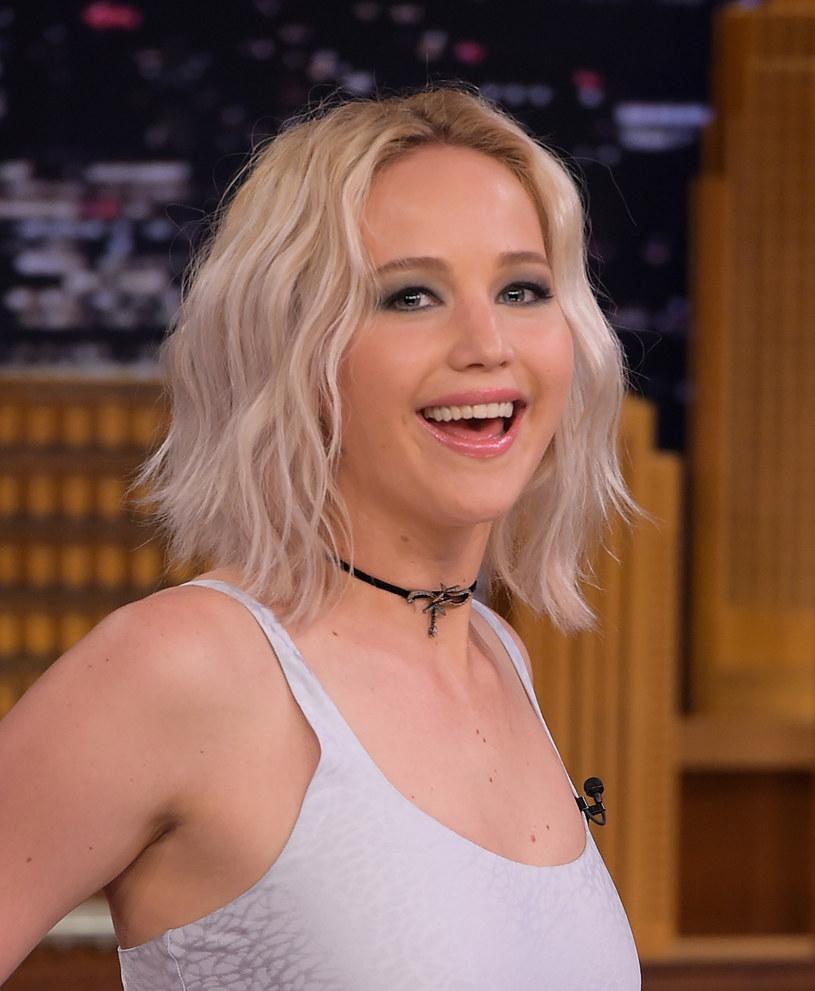 """Ekranizacje komiksów Marvela: """"Deadpool"""" i """"Kapitan Ameryka: Wojna bohaterów"""" zostały uznane najlepszymi filmami podczas niedzielnej gali Teen Choice Awards. W kategoriach aktorskich wielką zwyciężczynią okazała się Jennifer Lawrence, która odebrała aż dwie statuetki."""
