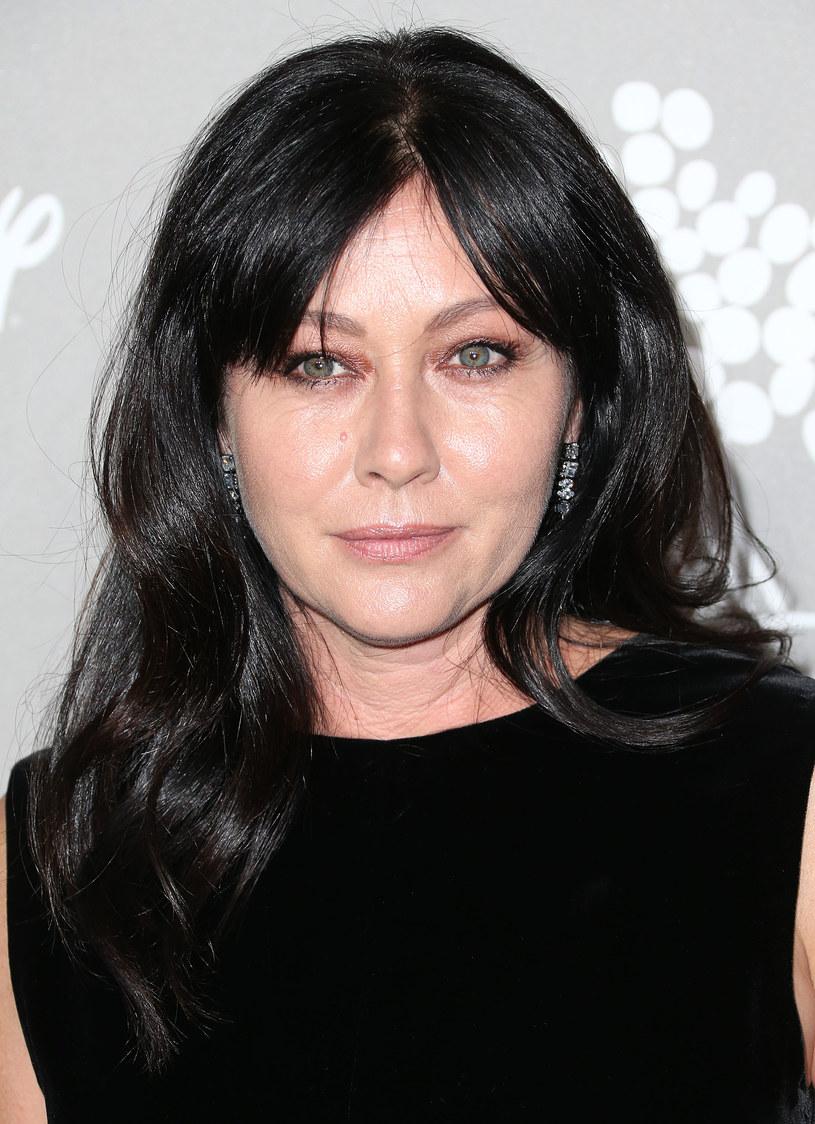 """Shannen Doherty, gwiazda seriali """"Beverly Hills 90210"""" i """"Czarodziejki"""", wyznała w programie """"Entertainment Tonight"""", że walczy z rakiem piersi. """"Jest ciężko"""" - przyznała aktorka. """"Zaczęłam myśleć, że wkrótce umrę…"""" - dodała."""